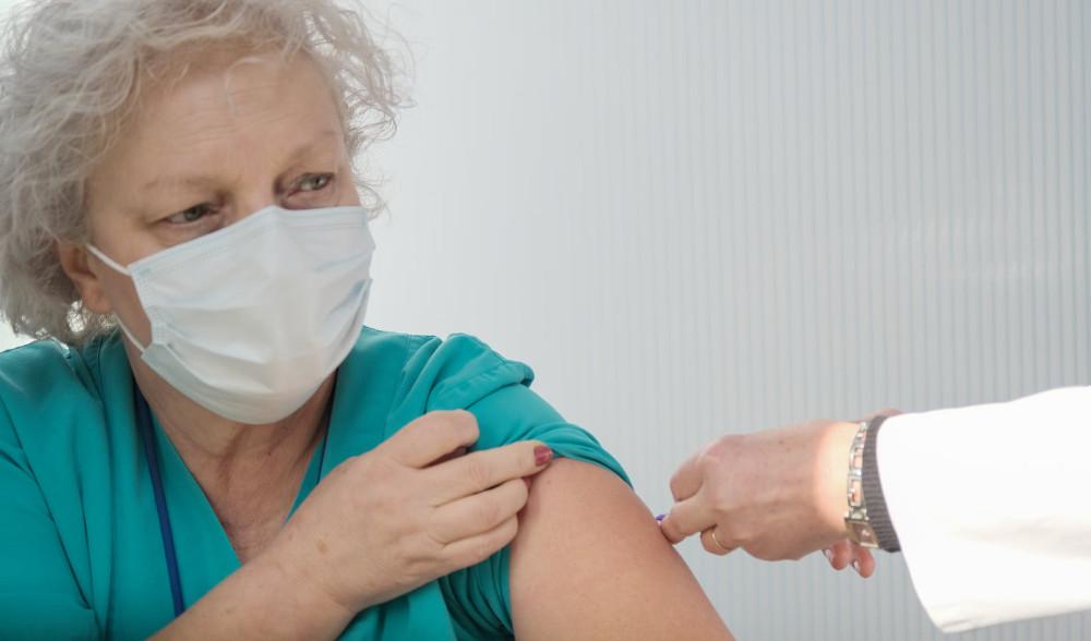Започна имунизацијата против ковид-19, први се вакцинираа медицински лица од Инфективната клиника