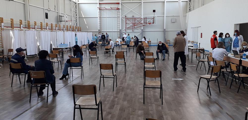 За два часа вакцинирани стотина граѓани на стартот на ковид имунизацијата во Куманово