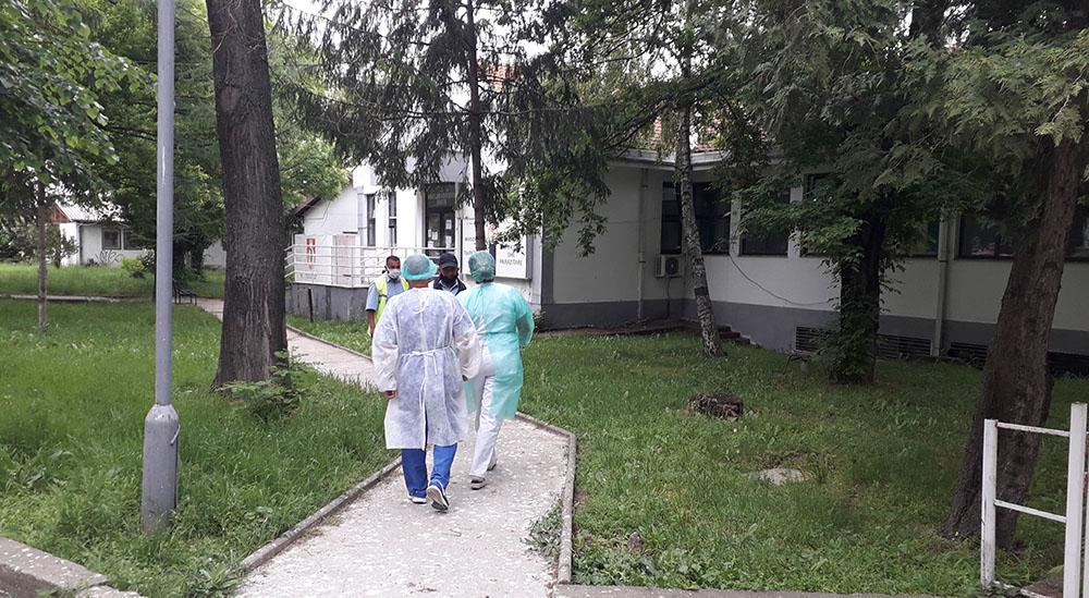 Двајца починати и 33 новозаболени од коронавирус во Куманово
