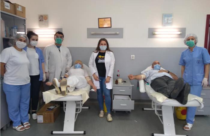 Да помогнеме заболените да го победат коронавирусот, порачуваат здравствените работници, кои донираа крвна плазма