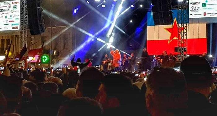 """Брена ја отпеа """"Југословенка"""" на плоштадот """"Нова Југославија"""" во Куманово"""