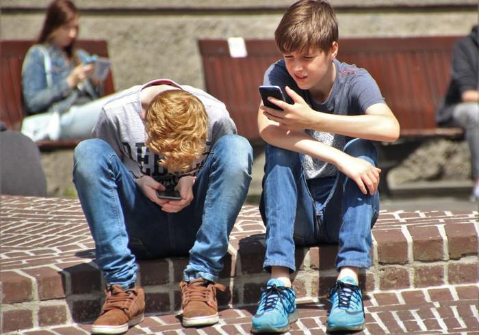 Експериментите покажуваат дека паметните телефони ги прават децата поглупави