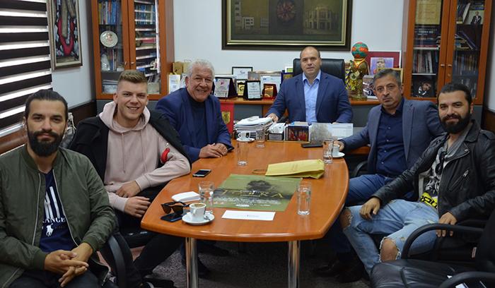 """""""Јовка кумановка"""" подарок од """"Екстра меин"""" за 500 години Куманово"""