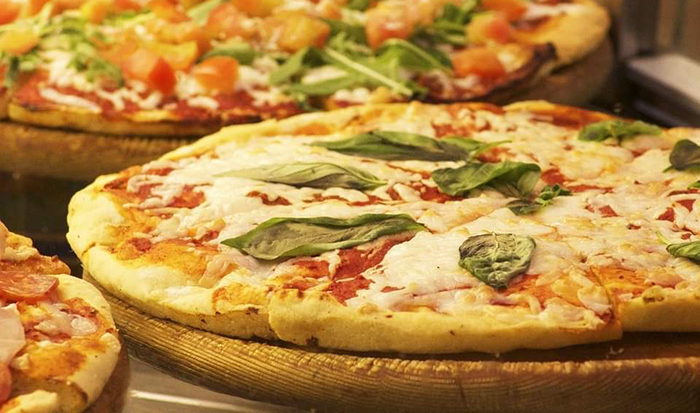 Рецепт на денот: Пица со компири и домати