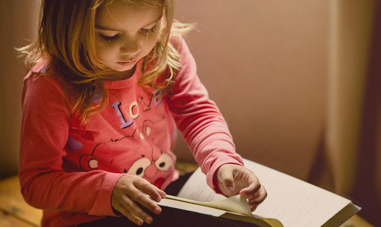 Учење во изолација: Родители, улогата на наставник понекогаш препуштете му ја на вашето дете